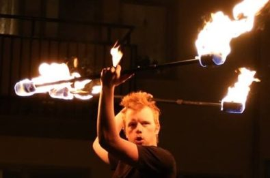 Boka eld jonglör, fakir, spruta eld, artist